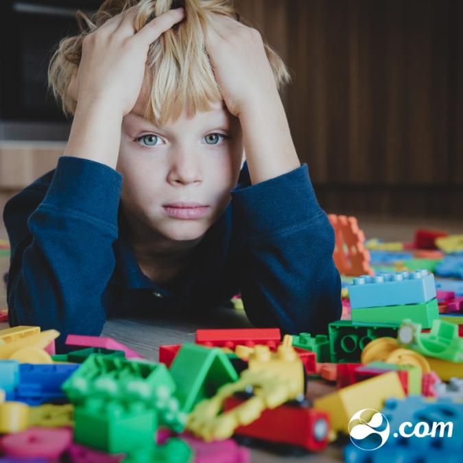 Como agir quando a criança não quer guardar os brinquedos